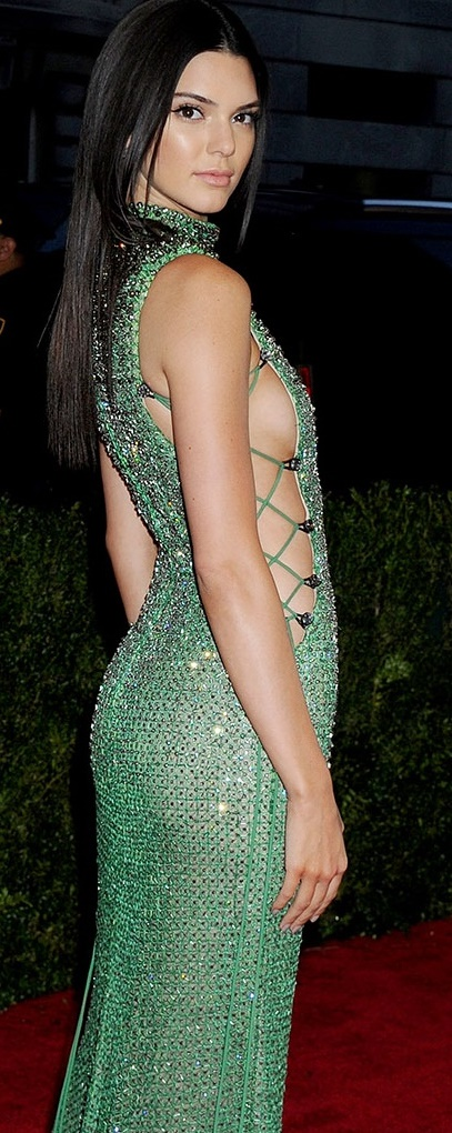 ab2015-Met-Gala-Costume-Institute-Benefit-Kendall-Jenner-Side.jpg