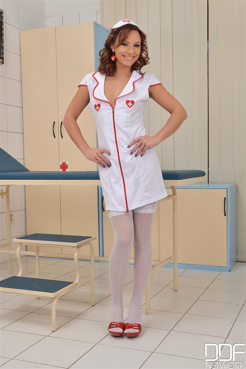 alysa-gap-nurse-uses-tools-to-masturbate-in-stockings-1.jpg