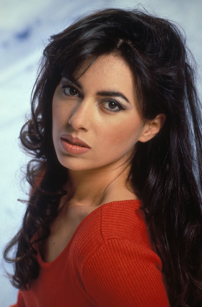 700full-susanna-hoffs.jpg