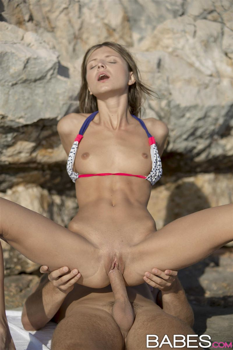 gina-gerson-gets-fucked-on-the-beach-after-swimming-8.jpg