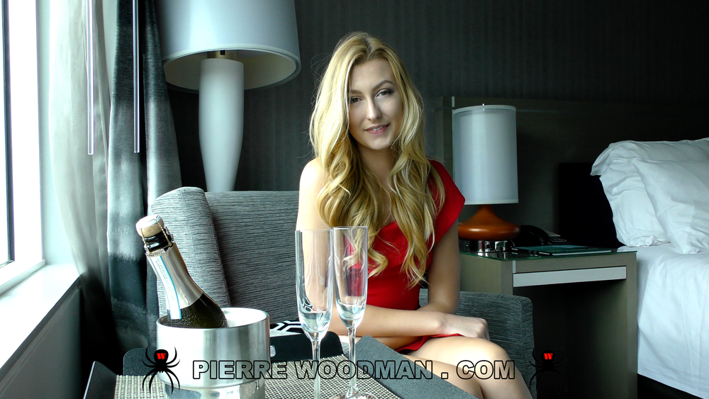 Alexa-Grace-loves-Champagne.jpg