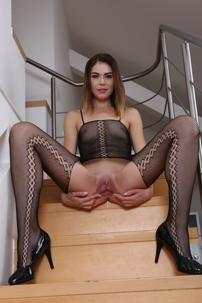 Jessica-Bell-Goes-Crazy-for-Black-Cock-2.jpg
