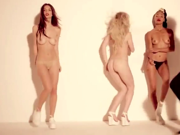 emily-ratajkowski-topless-robin-thick-video-blurred-lines-08.jpg